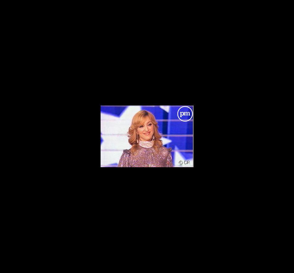 """Madonna sur le plateau de """"Star Academy"""", le 11 novembre 2005"""