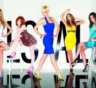 Les Girls Aloud sur la pochette de 'Out of Control'
