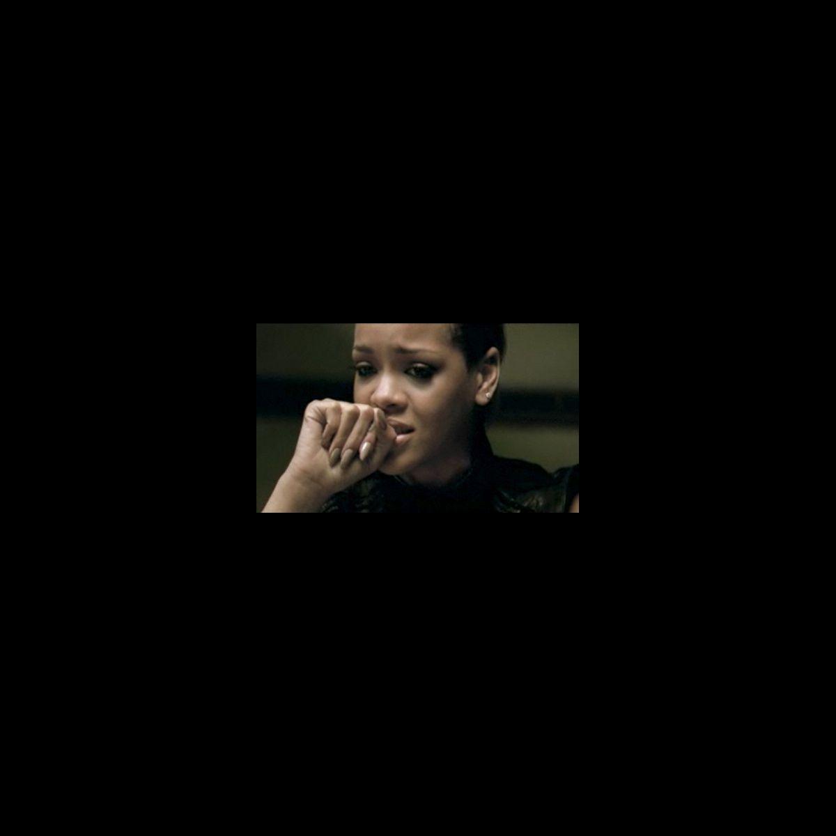 Rihanna Dans Le Clip De Quot Russian Roulette Quot Photo