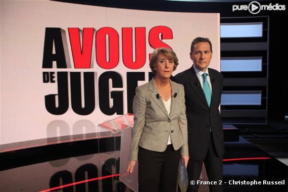 """Arlette Chabot et Eric Besson sur le plateau de """"A vous de juger"""", le 14 janvier 2009"""