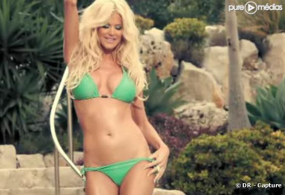"Victoria Silvstedt dans le clip de ""Saturday Night""."