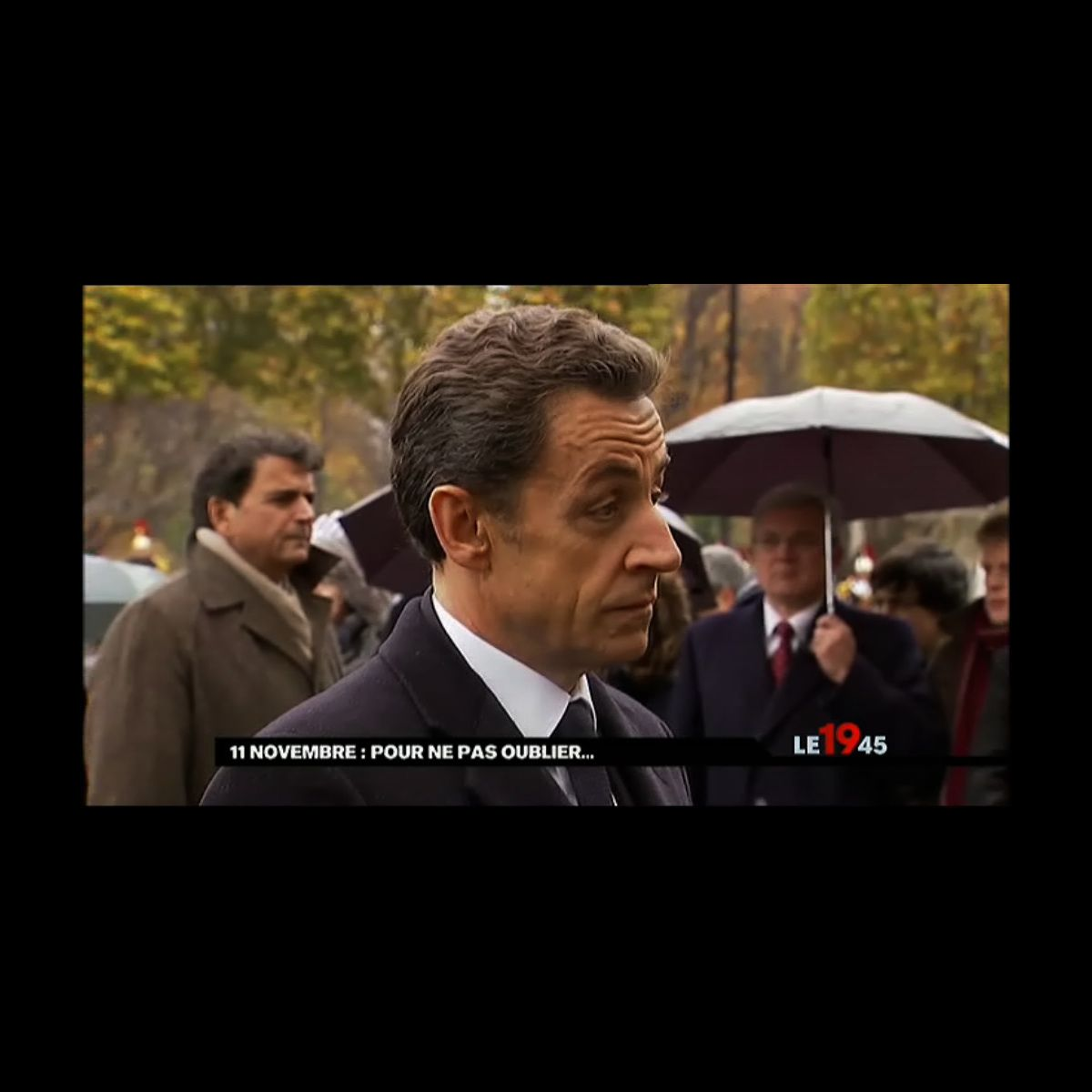 zapping nicolas sarkozy agac lors des c r monies du 11. Black Bedroom Furniture Sets. Home Design Ideas