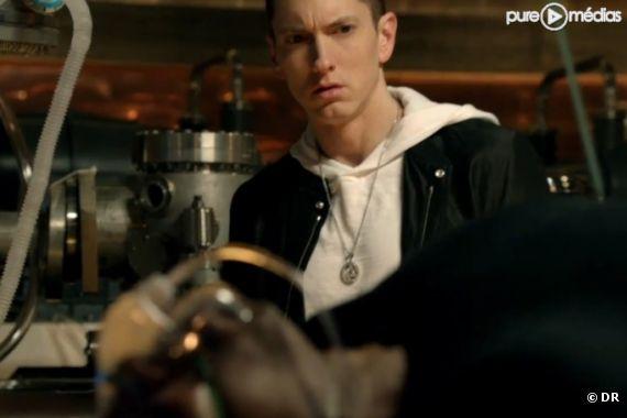 "Eminem face à Dr Dre dans le clip ""I Need a Doctor"""