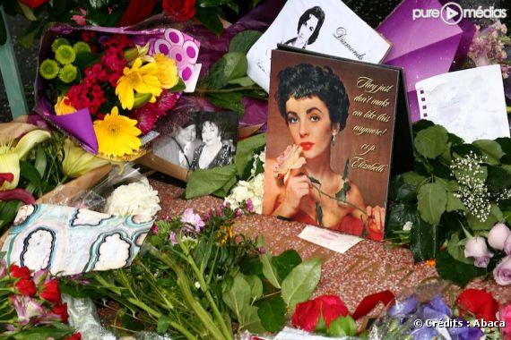 L'étoile d'Elizabeth Taylor sur Hollywood Boulevard après son décès