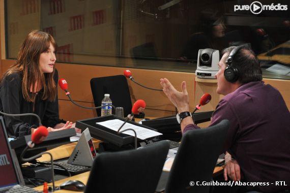 Carla Bruni-Sarkozy interrogée par Yves Calvi.