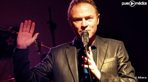 L'animateur, journaliste mais aussi chanteur Christophe Hondelatte.