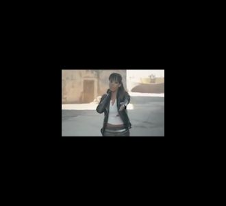 Amel Bent dans le clip 'Délit'