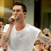 Charts UK : Maroon 5 passe devant Chris Brown, Adele réintègre le top 10