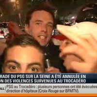 Un journaliste de BFMTV agrippé en direct par des supporters du PSG
