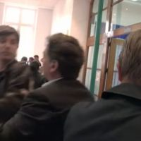 Affaire Dassault : Un journaliste de Canal+ violemment bousculé