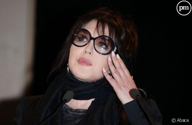 Isabelle Adjani défend Valérie Trierweiler.