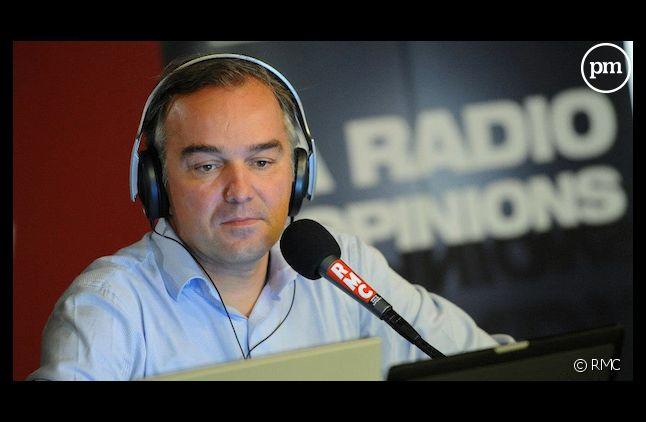 """Olivier Truchot, """"Les Grandes Gueules"""" sur RMC et """"BFM Story"""" sur BFMTV."""