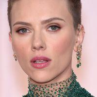Scarlett Johansson crée le girls band The Singles et dévoile le titre