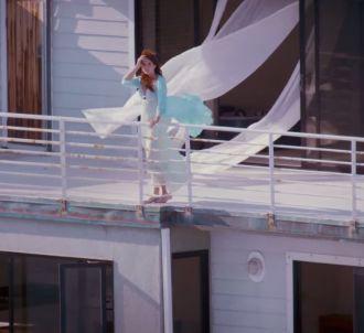 Lana Del Rey dénonce la presse people dans le clip de...