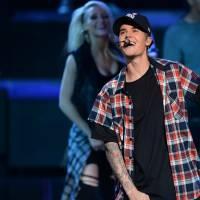 NRJ Music Awards 2015 : Justin Bieber arrive en retard sur scène