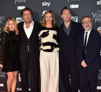 Paolo Sorrentino entouré du cast de 'The Young Pope'