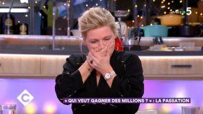 """""""C à vous"""" : La grosse boulette d'Anne-Elisabeth Lemoine sur sa participation à """"Qui veut gagner des millions ?"""""""