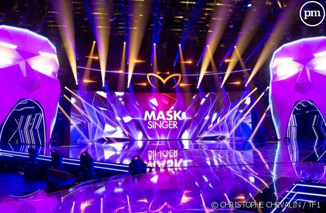 """Le plateau de """"Mask Singer"""", la nouvelle émission de TF1 présentée par Camille Combal"""