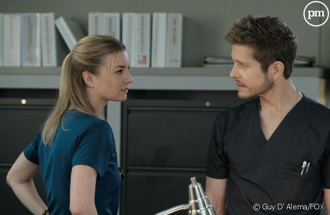 """Emily VanCamp et Matt Czuchry dans """"The Resident"""""""