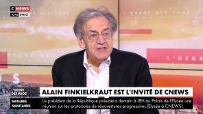 """""""Ca a commencé ?!"""" : Alain Finkielkraut se croit hors antenne face à Pascal Praud sur CNews"""