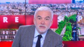 """""""L'heure des pros"""" : Pascal Praud apparaît trop tôt à l'antenne de CNews et la rend aussitôt"""