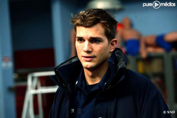 "Ashton Kutcher dans ""Coast Guards""."