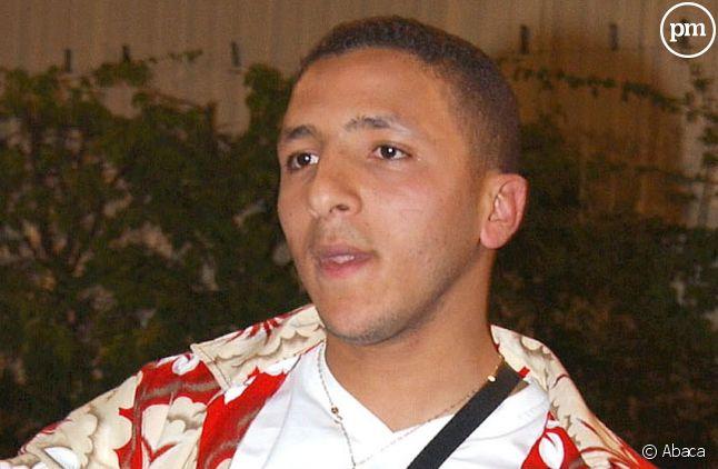 """Kamel lors de son entrée dans """"Loft Story 2"""", en avril 2002."""