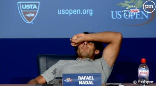 Rafal Nadal pris de crampes en pleine conférence de presse