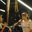 """L'animatrice Ayden et la chanteuse Chimède Badi sur le plateau de """"Direct Star sur Seine"""""""