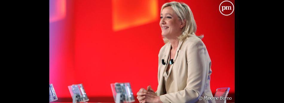 """Marine Le Pen, sur le plateau du """"Grand Journal"""" de Canal + le 22 mars 2011."""