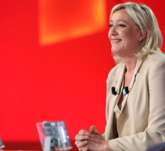 Marine Le Pen, sur le plateau du 'Grand Journal' de Canal...
