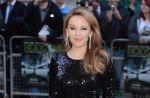 Kylie Minogue montre ses fesses pour critiquer la pub