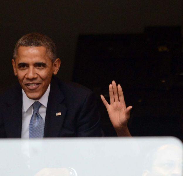 Barack et Michelle Obama pendant l'hommage à Nelson Mandela.