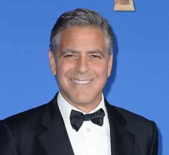 George Clooney rend hommage à 'Charlie Hebdo' lors des...