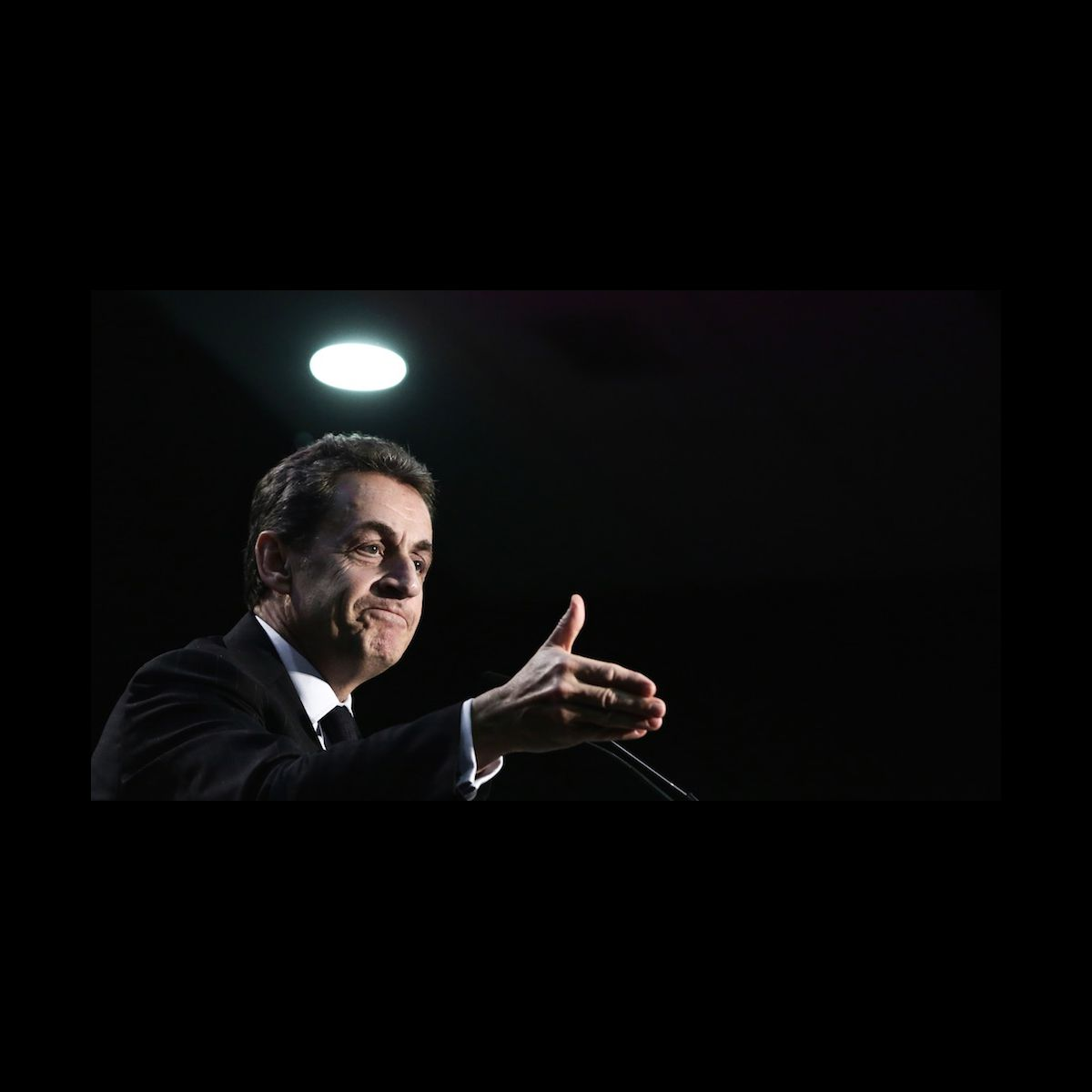 nicolas sarkozy porte plainte contre le parisien photo puremedias. Black Bedroom Furniture Sets. Home Design Ideas