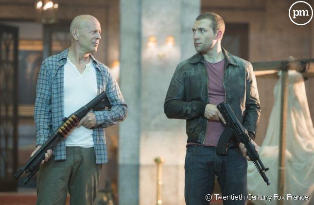 """Bruce Willis et Jai Courtney dans """"Die Hard : Belle journée pour mourir"""