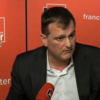 France Inter : Louis Aliot ressort l'affaire du permis de conduire à Léa Salamé