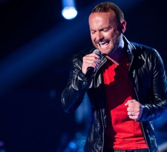 Kevin Simm chante 'Chandelier' dans 'The Voice UK' saison 5