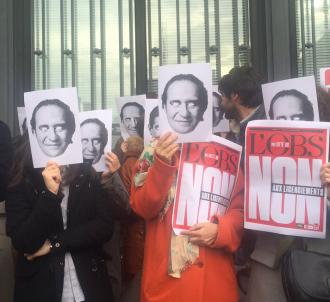 Les journalistes ont de nouveau manifesté ce midi devant...