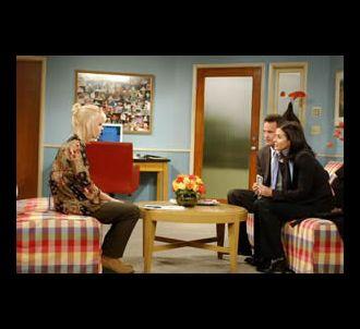 Anna Faris (à gauche) dans un épisode de la saison 9 de...