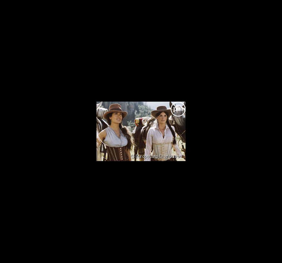 """Salma Hayek et Penélope Cruz dans le film """"Bandidas"""""""