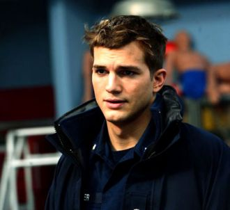 Ashton Kutcher dans 'Coast Guards'.