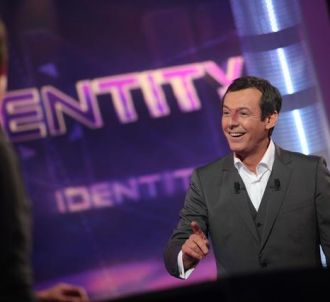 Jean-Luc Reichmann sur le plateau d 'Identity'