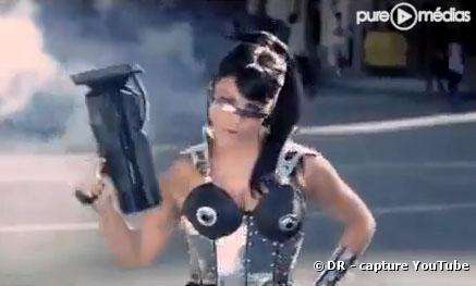 "Fergie dans le clip ""Imma Be Rocking That Body"" des Black Eyed Peas"