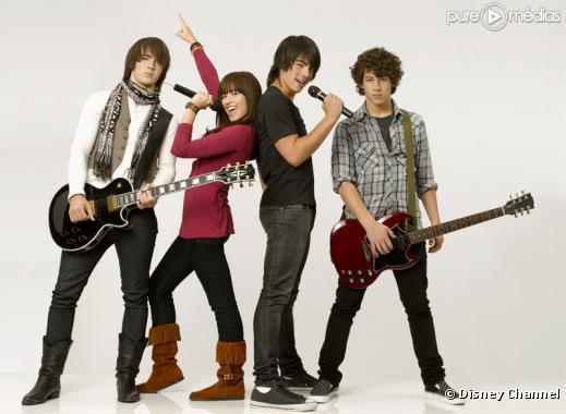 "Kevin Jonas, Demi Lovato, Joe Jonas et Nick Jonas dans ""Camp Rock"""