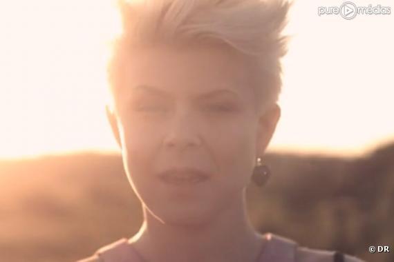 """Robyn dans le clip de """"Hang With Me"""""""