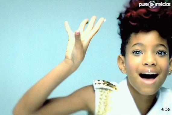 """Willow Smith dans le clip de """"Whip My Hair"""""""