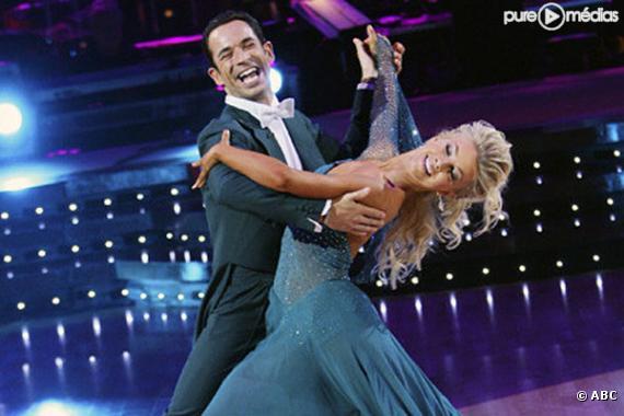 "Helio Castrovenes et Julianne Hough dans ""Dancing with the Stars"""