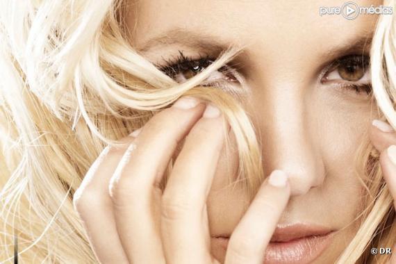 """Britney Spears sur la pochette de """"Hold It Against Me"""""""