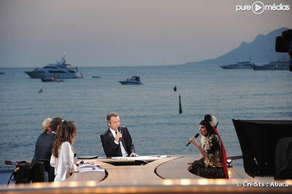Lady Gaga sur le plateau du Grand Journal à Cannes, le 11 mai 2011